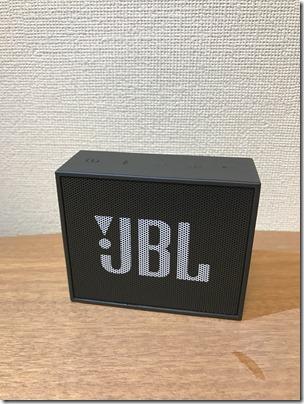 Bluetoothスピーカー JBL GOを机に置いてみた