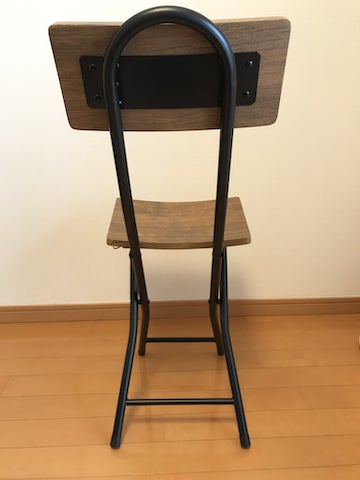 折りたたみ椅子を後ろから見た図