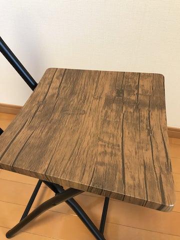 折りたたみ椅子の座板の木目