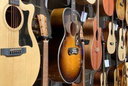 ギタースタンドは吊り下げ式がポータブルギタースタンドがおすすめ